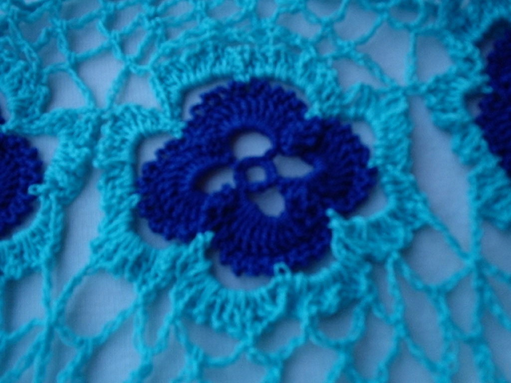 Crochet pattern central free pattern beauty in bloom poncho bankloansurffo Image collections